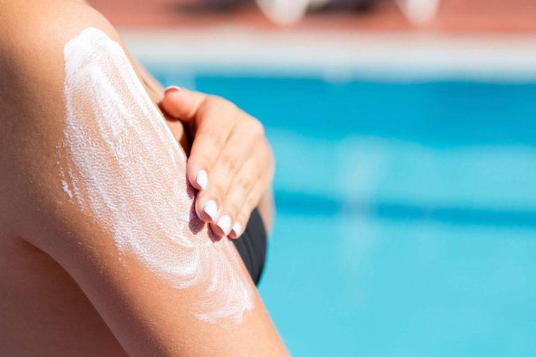 Șapte substante chimice din cremele de protectie solara folosite in SUA ajung in sange