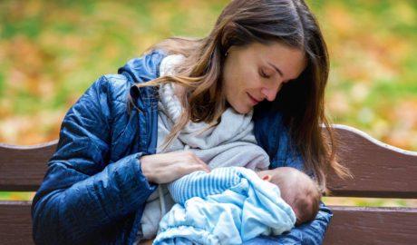 O creștere a ratei de alăptare exclusivă la sân poate salva viețile a 820.000 de copii anual