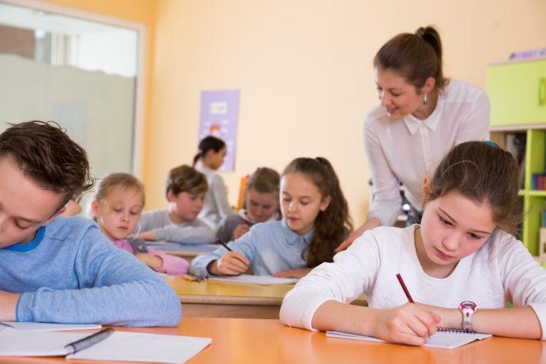 Elevii și preșcolarii reîncep miercuri cursurile