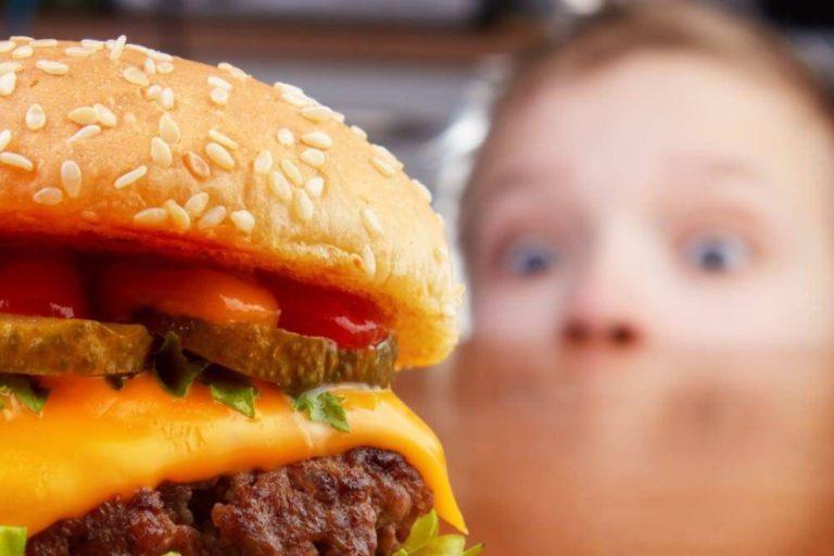 Ce tip de alimente favorizează îmbătrânirea biologică precoce