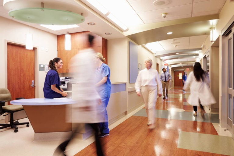 Peste 5.800 de incidente din timpul asistenţei medicale au fost raportate anul trecut de catre spitale la ANMCS