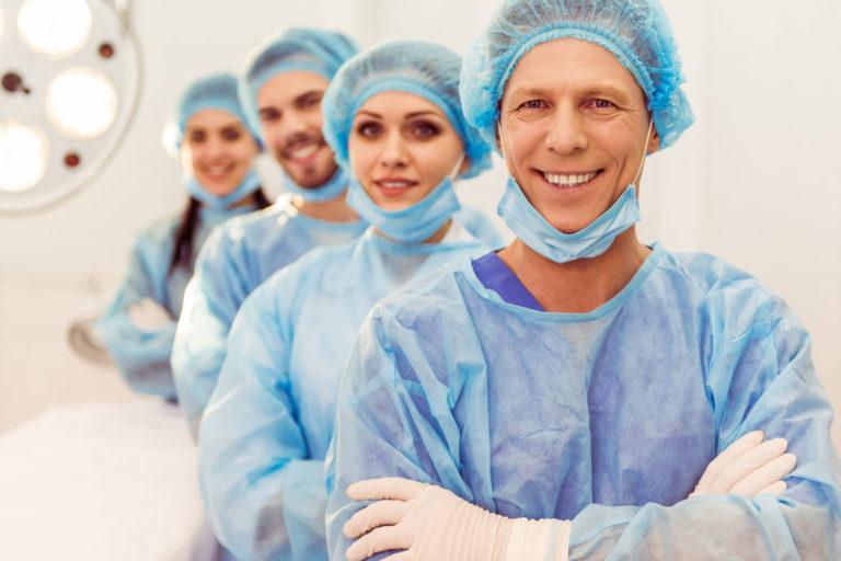 Birocratia indeparteaza tinerii medici de sistemul sanitar, spune Victor Costache. Ce solutie a gasit ministrul