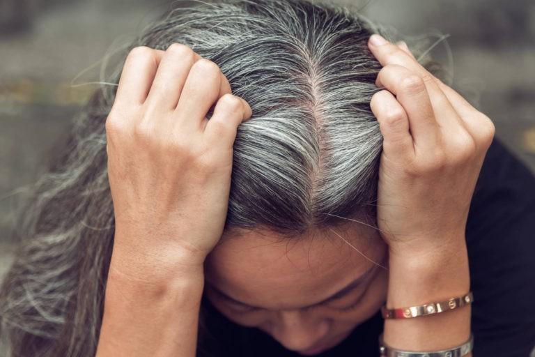 Un studiu aduce dovezi noi privind modul in care stresul acut duce la albirea prematura a parului