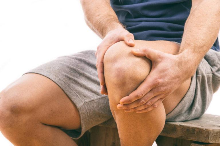 Adultii care au suferit traume la nivelul genunchiului in tinerete prezinta un risc mai mare de a dezvolta artroza – studiu