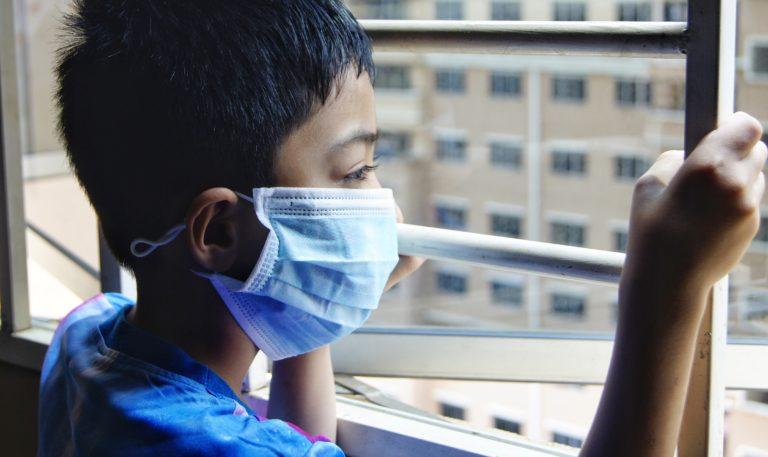 Oamenii trebuie să accepte noua realitate a protecției faciale ca obișnuință, spune un reprezentant OMS