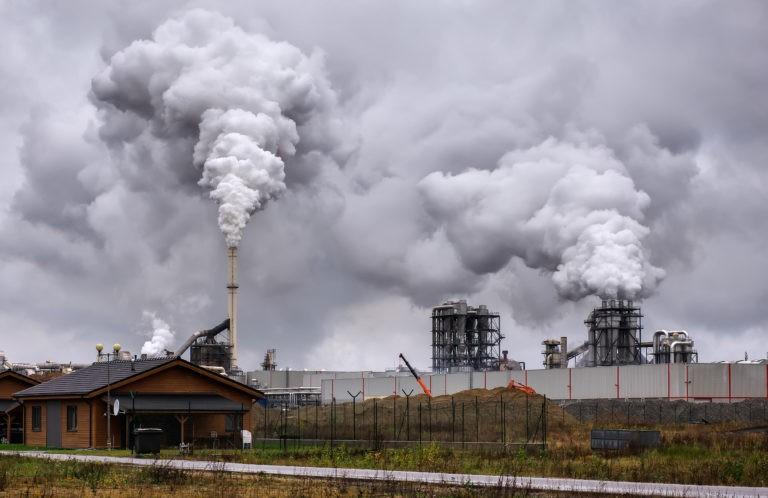 Poluarea, principala problemă legată de mediu a românilor