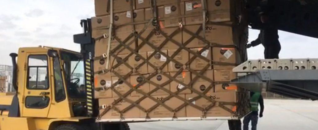 VIDEO Un transport de 45 de tone de echipament medical din Coreea de Sud a ajuns pe aeroportul Otopeni   1