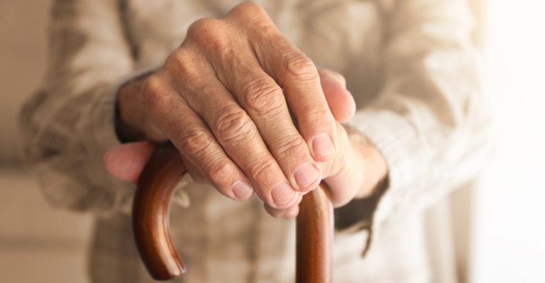 Vârstnicii și persoanele vulnerabile au prioritate la vaccinarea anti-COVID