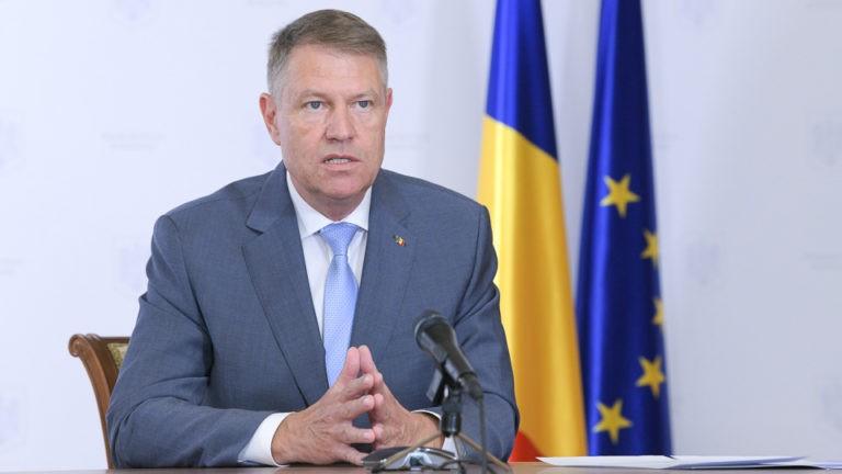 Klaus Iohannis vrea ca personalul medical care tratează pacienți COVID-19 să primească un bonus lunar