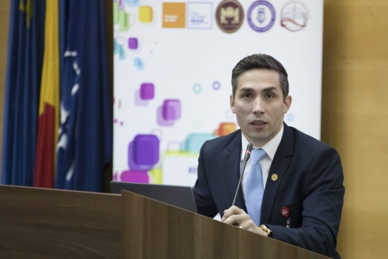 Vaccinul ar putea ajunge în România la finalul lunii decembrie. Vaccinarea se va face pe baza unor programări