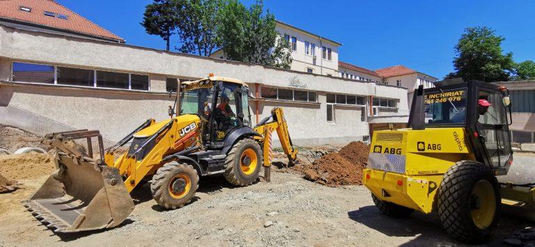 Au fost demarate lucrările pentru amplasarea pavilioanelor modulare de la SCJU Sibiu