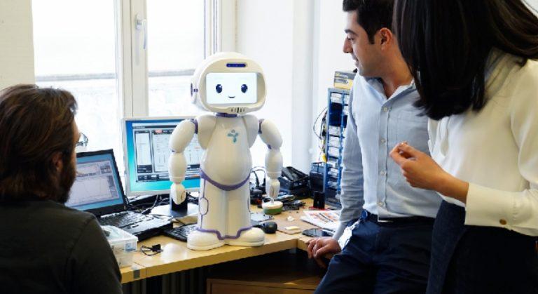 Copiii afectați de autism, ajutați de un robot umanoid