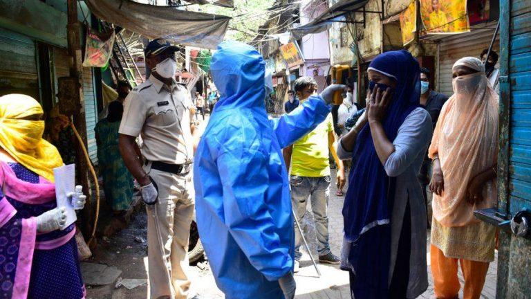 """India: O """"variantă dublă mutantă"""" a coronavirusului, cauza celui de-al doilea val al epidemiei"""