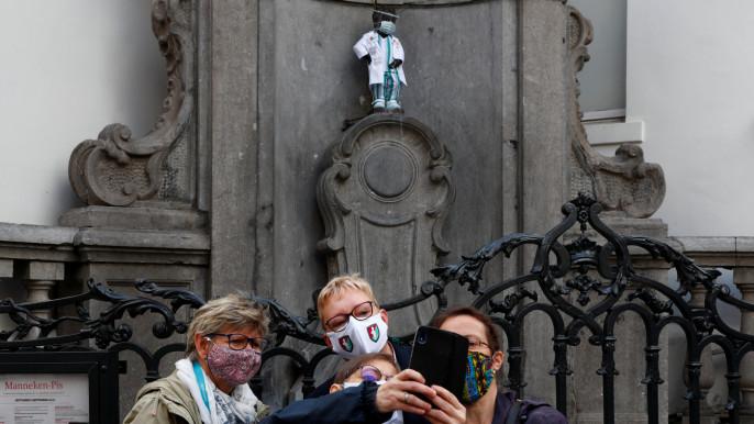 Bruxelles: Statuia Manneken Pis a fost îmbrăcată în medic ca omagiu pentru lucrătorii din sistemul sanitar