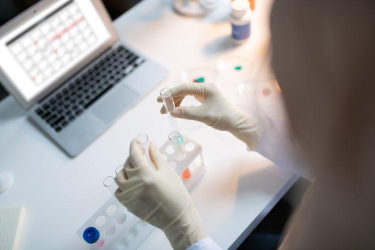 Israel: Platformă pe baza cipurilor bionice pentru testarea eficacităţii medicamentelor