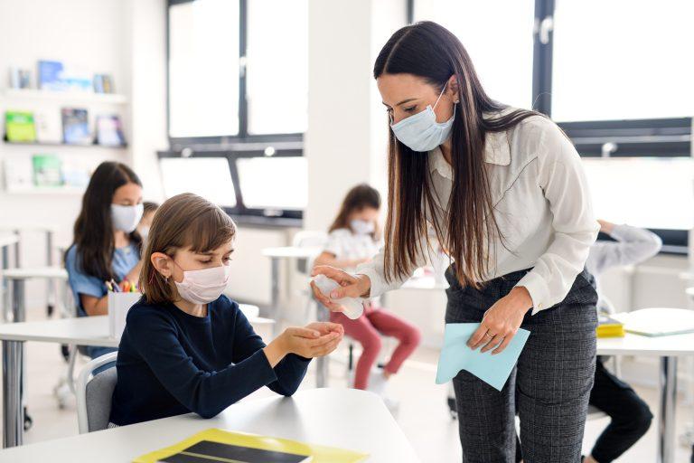 Coronavirus: Chestionar pentru părinții care nu știu dacă să trimită sau nu copilul la școală