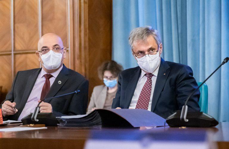 Un proiect de OUG privind tratarea persoanelor asimptomatice, prezentat în primă lectură în şedinţa de Guvern