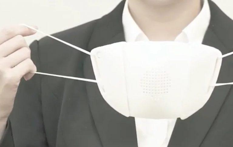 Companiile din Asia creează măști high-tech capabile să filtreze aerul, dar să și traducă