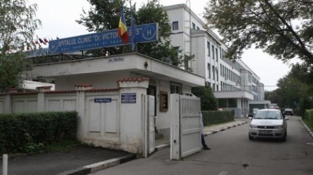 Brancardierul care a detubat o pacientă infectată cu SARS-CoV-2, în arest la domiciliu
