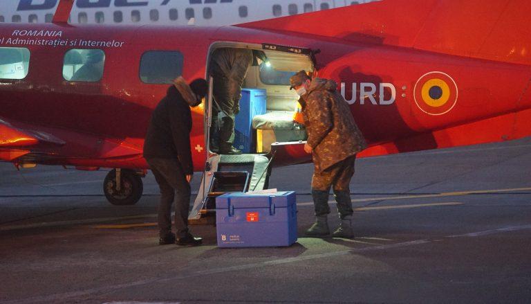 Avionul cu vaccinurile Moderna nu a mai putut decola din Timișoara din cauza ceții