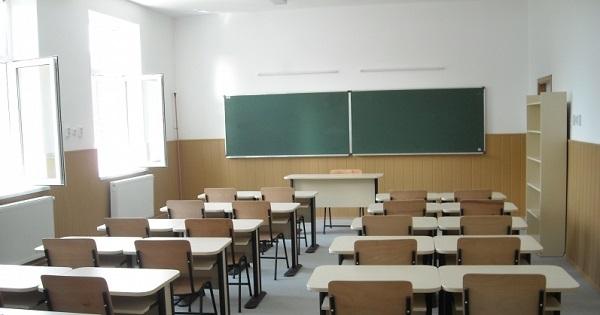 Câte școli au cabinete medicale și cine va face testarea elevilor acolo unde nu sunt medici școlari