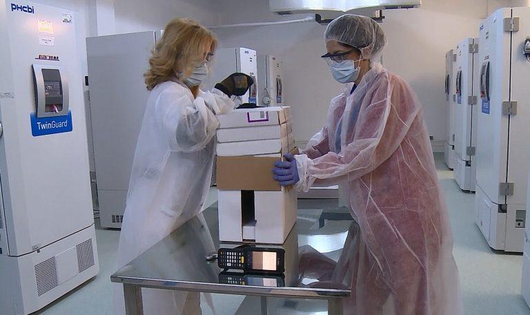 CNCAV: O nouă tranşă, de 345.000 doze de vaccin anti-COVID-19 Pfizer, soseşte luni în România