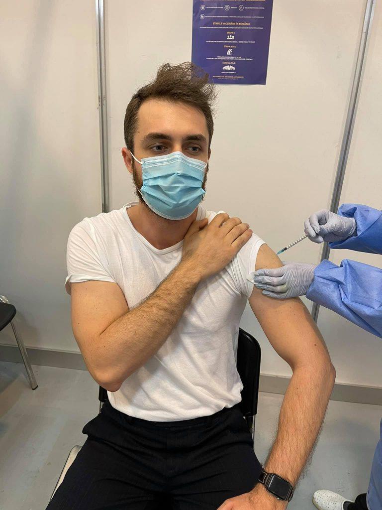 Un tânăr din București a primit rapel cu Moderna deși la prima doză i s-a administrat vaccinul Pfizer