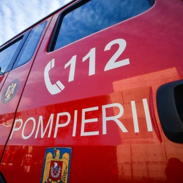 Intervenție a pompierilor la Spitalul Judeţean Bacău, unde s-a semnalat fum la etajele superioare