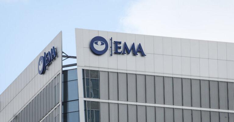 EMA analizează raportările cu privire la unele efecte rare ale vaccinurilor anti-COVID