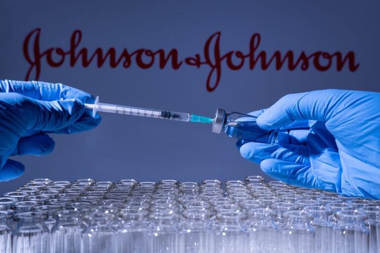 Johnson&Johnson ar putea să nu-și îndeplinească targetul la livrările de vaccin anti-COVID-19 în UE