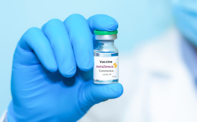 Slovacia suspendă vaccinările cu prima doză de ser anti-COVID-19 AstraZeneca