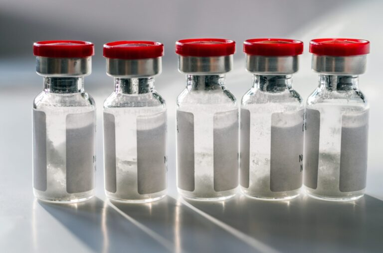 323 de milioane de doze de vaccinuri anti-COVID-19, administrate în SUA